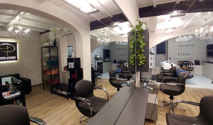 Un taglio al vecchio stile! Relooking di un salone per parrucchieri.